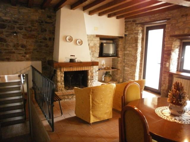 Casa Indipendente vendita NEVIANO DEGLI ARDUINI (PR) - 7 LOCALI - 240 MQ